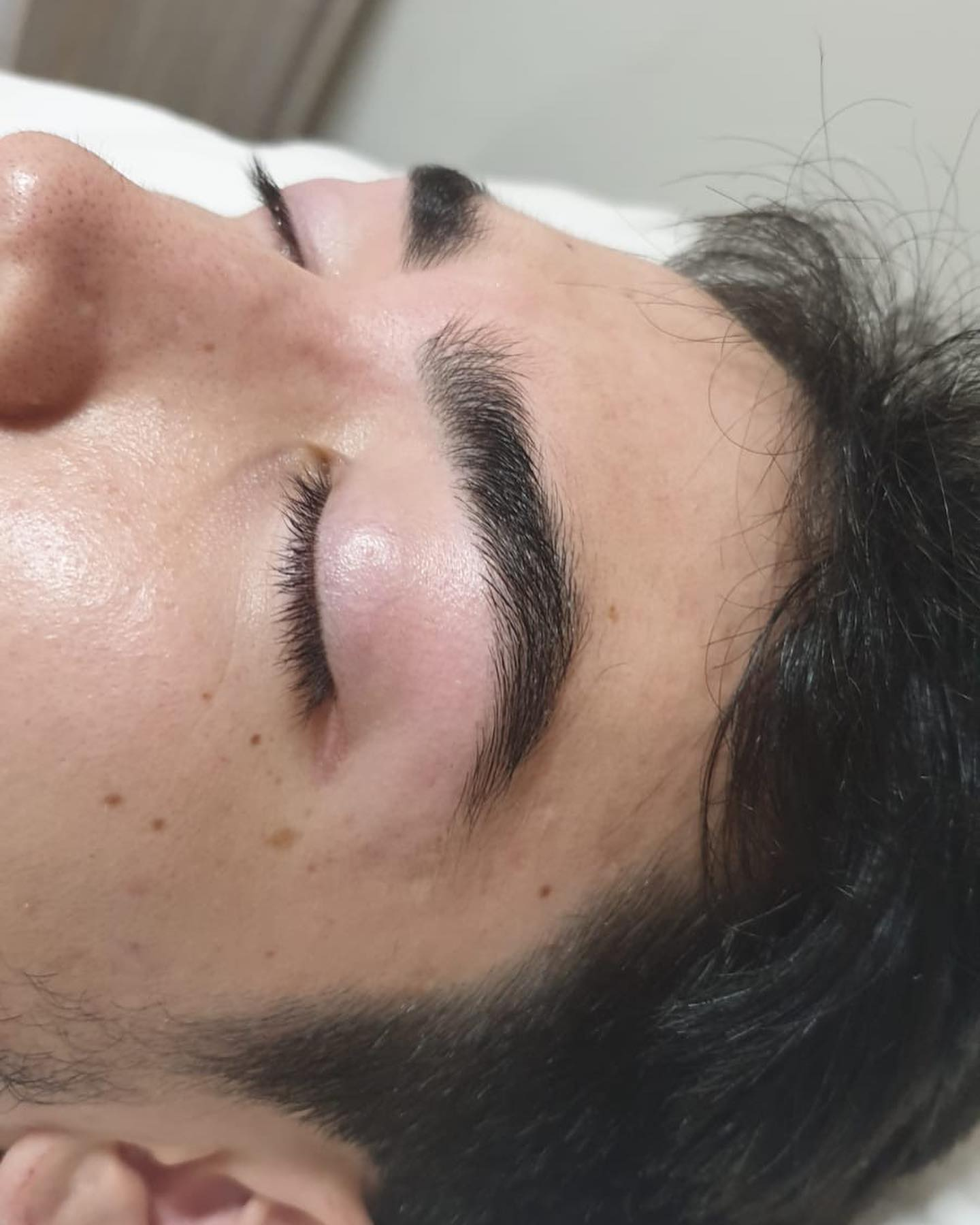 Gentlemen's eyebrows after shaping